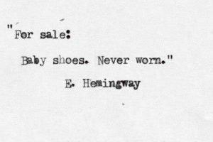 Eine Kurzgeschichte von Ernest Hemingway in Maschinenschrift: For sale: Baby shoes. Never worn.